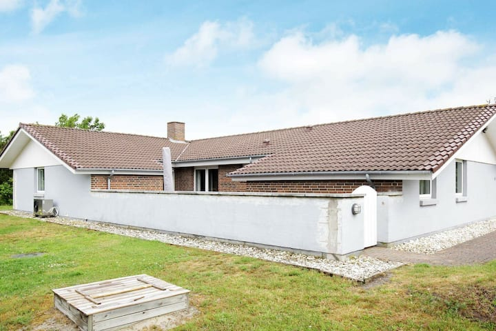 Classic Holiday Home in Blåvand with Whirlpool
