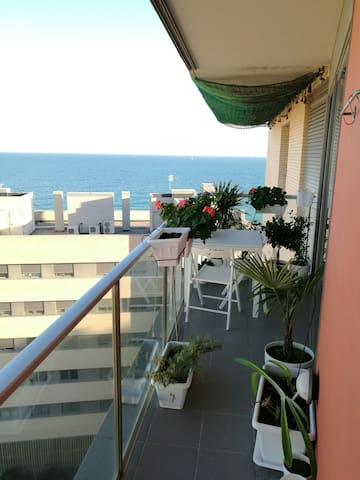 room with sea view and 20 m  Beach - Badalona - Apartamento