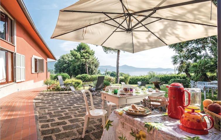 Holiday cottage with 3 bedrooms on 140 m² in Bracciano RM