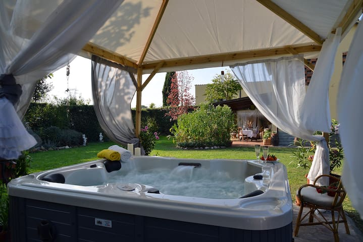 Villa with private garden and hot tub