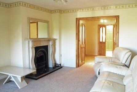 Cosy 4 bedroom semi - Cabinteely - House