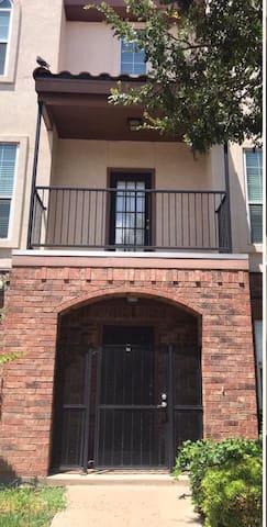 NEW! Lubbock condo walking distance to Texas Tech
