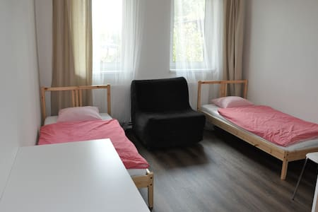 Green Prague Private Room in Nice Hostel Parking D - 프라하 - 기숙사
