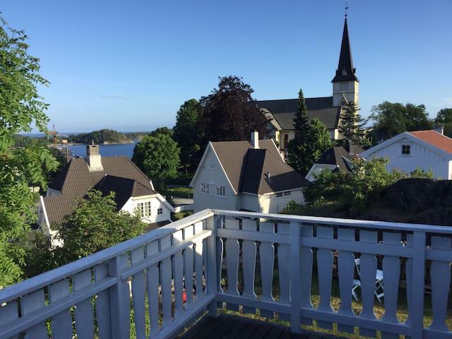 Herlig hus m/hage midt i sentrum - Grimstad - Casa