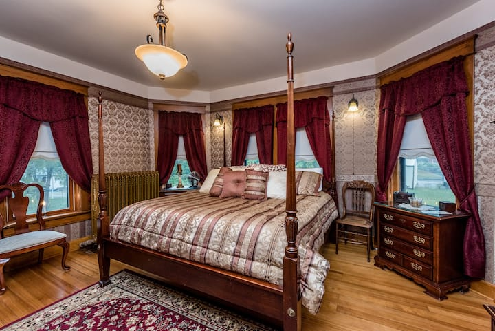 Conner House Bed and Breakfast- New Orleans Room