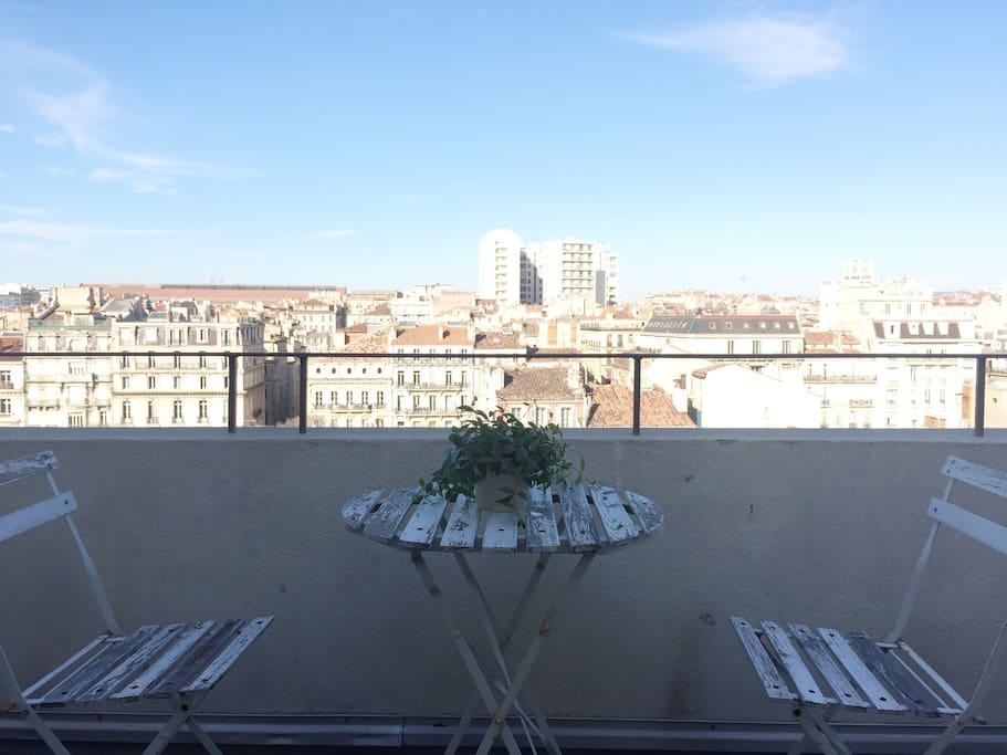 Beau studio avec terrasse au centre de marseille for Terrasse de marseille
