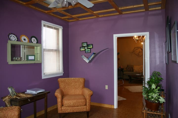 Cedar St Suites, Suite 2