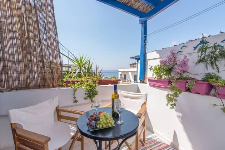 Kamara Rooms- Pink, sea view.
