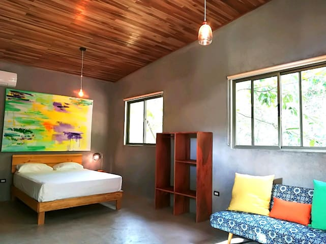 Spacious modern suite steps from beach Shakti K