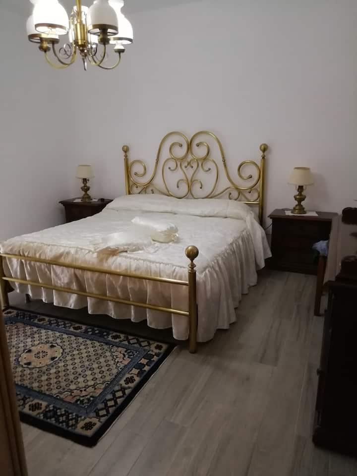 Camera matrimoniale zona ospedale San Francesco