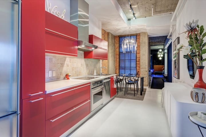 High standing kitchen fully equipped