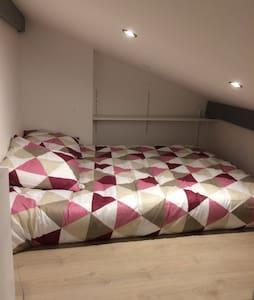 Studio avec mezzanine tout confort - Vayres - Apartment