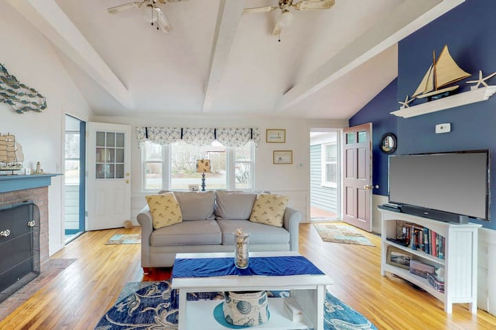 Cozy getaway on the Cape w/ a full kitchen, furnished deck, & large, grassy yard