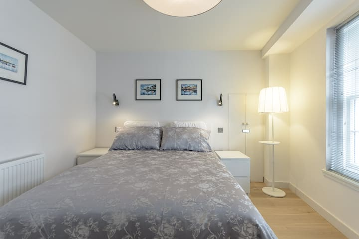 Large, spacious bedroom, immaculately decorated and with individual lighting.