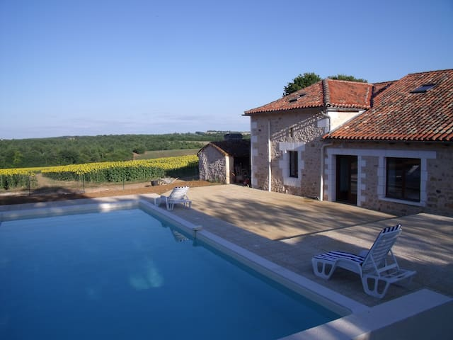 Le Breuil, Slps 12, heated pool nr Mainzac, France