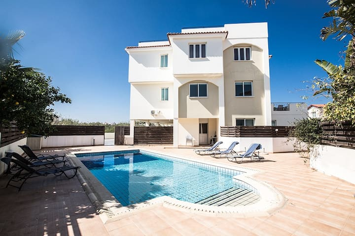 Apt. Freya, Luxury 2BDR Pernera Apartment