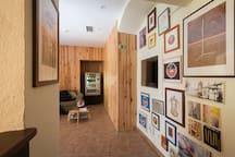 """""""Beja Hostel"""" - Pormenor da decoração do edifício da recepção"""