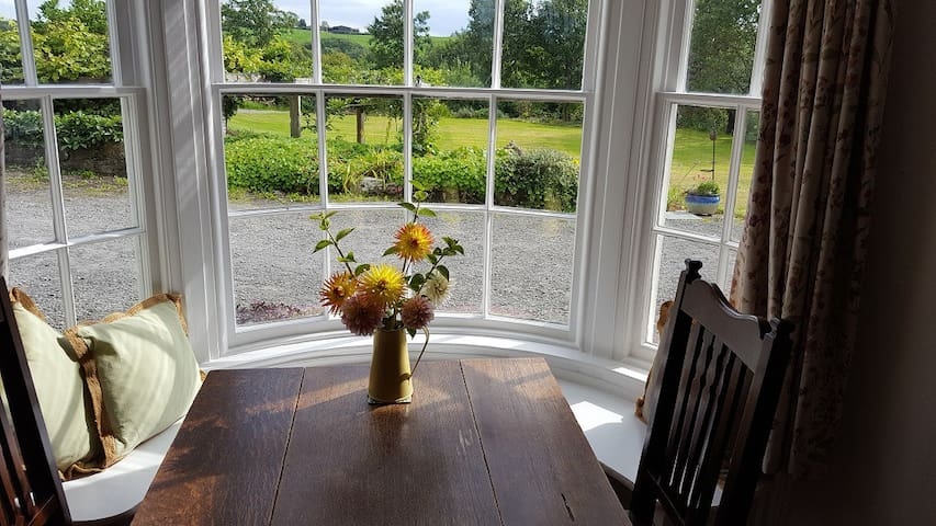 Lowerfield House (Burford Room)