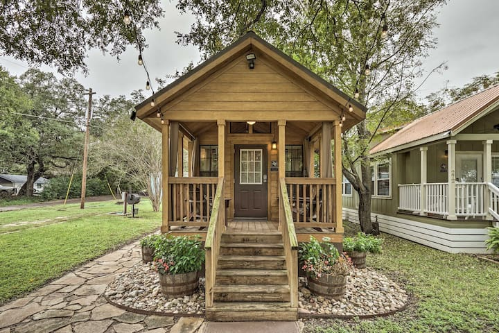 Cozy Cabin - by Austin & San Marcos River!