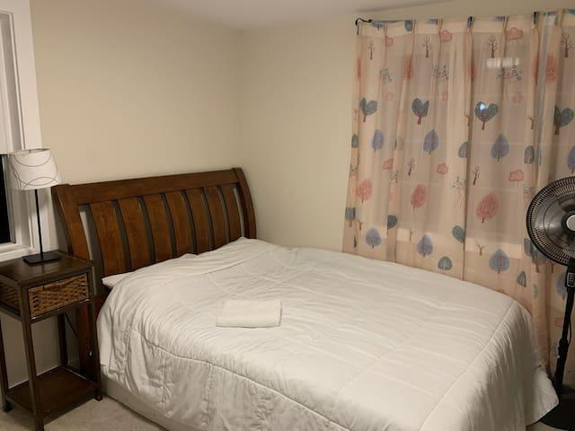 Queen mattress bedroom