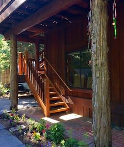 Homewood Hideaway Loft  (Heathers Room) - Rumah