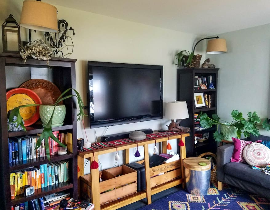 TV with sound bar in livingroom
