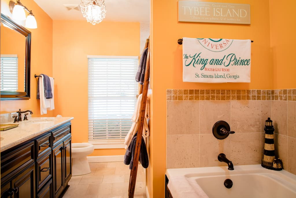 Private/shared bath Walk-in shower and Jacuzzi tub