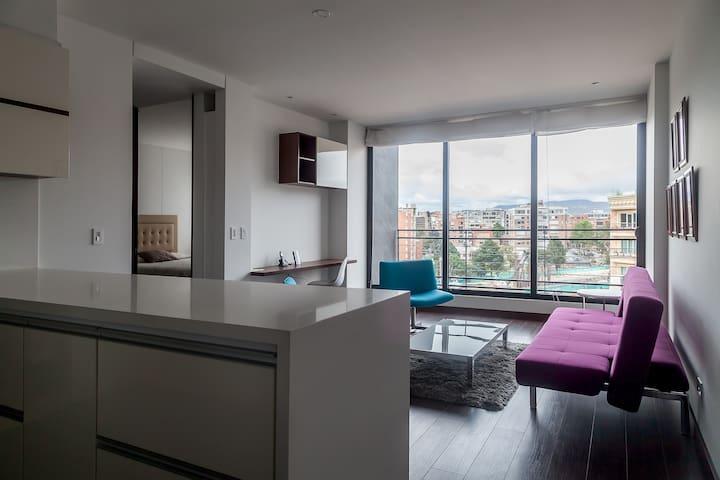 Modern 1BR w/ City Views + Gym & Roof Terrace