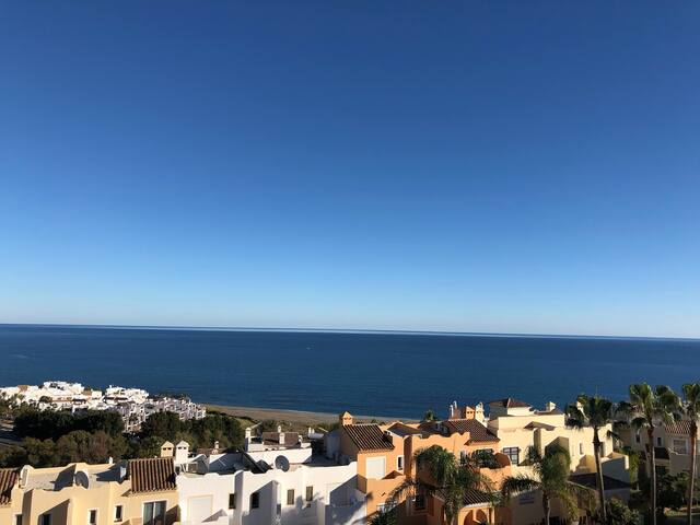 Seaview penthouse - private rooftop, walk to beach