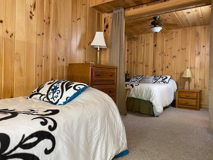 The Light Center Lodge: Room 8