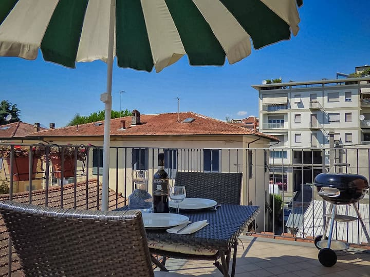 Al Borgo Lucca apartment. Private terrace A/C WIFI
