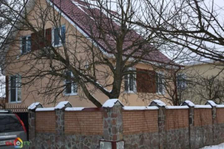 Дом с бассейном в Зазимье
