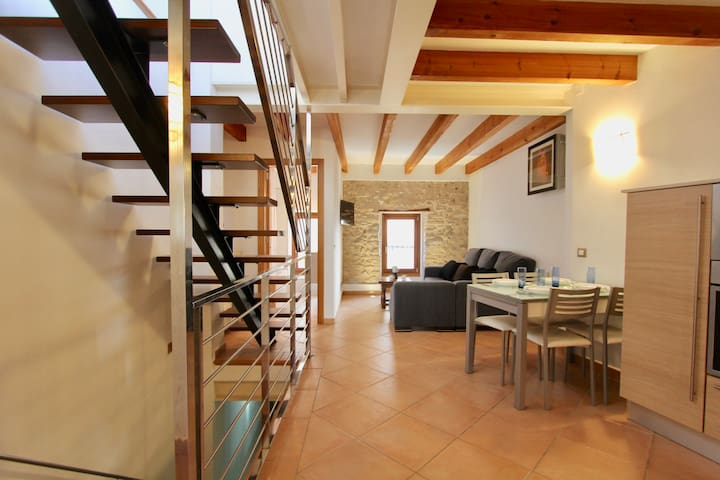 Petite townhouse right in Pollença town centre