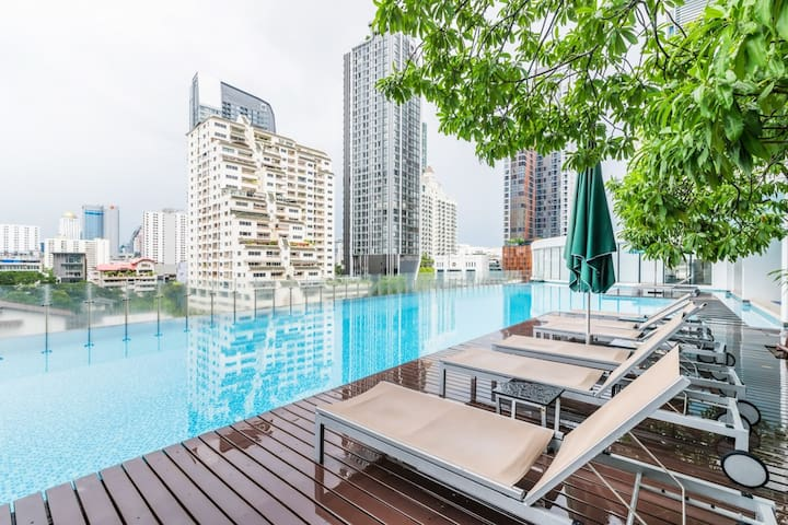 THE BEST DEAL with 1BR Apt near BTS Phayathai/Siam