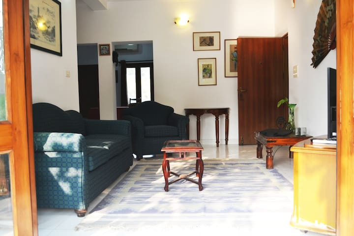 Spacious, sunlit 2 Bedroom in the heart of Delhi! - Nové Dillí - Byt