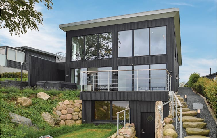 Holiday cottage with 4 bedrooms on 185m² in Løgstrup
