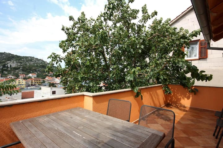 Three bedroom house with terrace and sea view Tisno (Murter) (K-5094)
