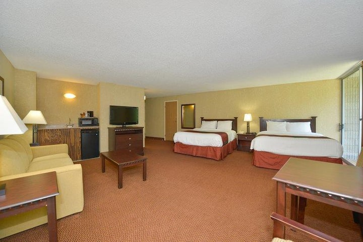 Spacious Suite Two Double Beds At Branson West