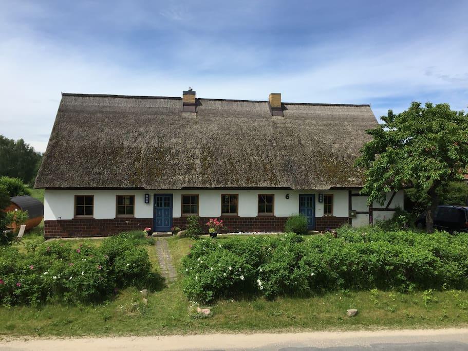 Unser Haus - links die FeWo