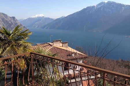 Вилла с видом на озеро Гарда - Voltino