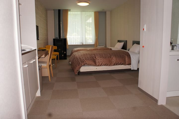 【Open view】 Western-style room (1 to 4 people)
