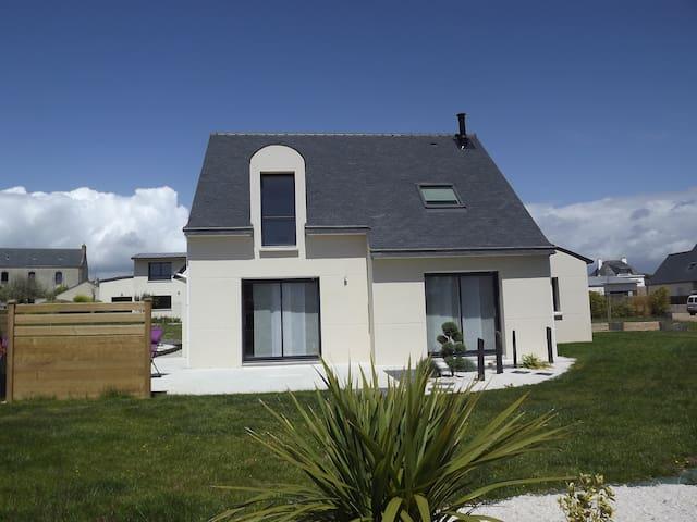 Maison idéale famille/amis a 200m de la plage