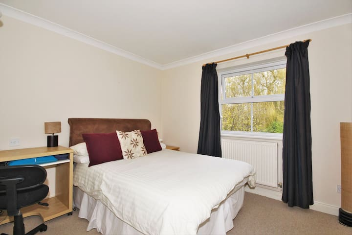 Blessed Double Bedroom in Oxford Road, Kidlington