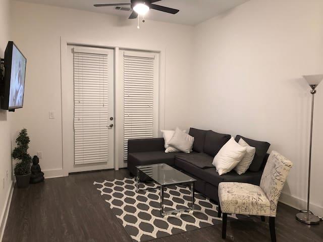 Living Room w/ 50 inch TV (DirecTV Now, Netflix, Prime, etc.)