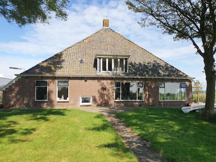 Akkerhorst boerderij Lollum in  Friesland.