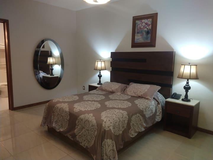 Habitación confortable, céntrica, cama Queen 2