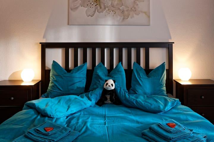 Kingsize-Room - Max Aviation Apartments
