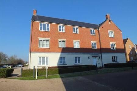Double bedroom with en-suite in Trowbridge - Staverton - Apartament