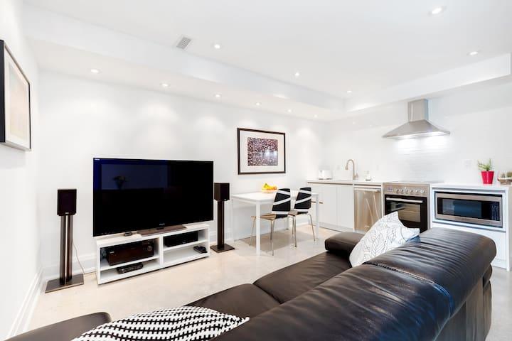 New Modern Midtown 1BR Apartment