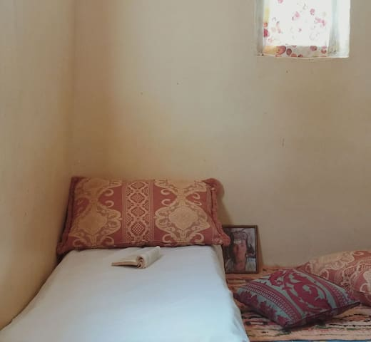 Praivat room for Girls/ Woman,2min to the beach